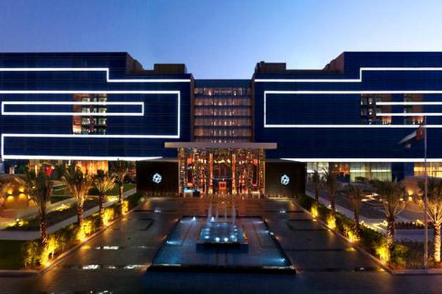 02-Fairmont-Bab-Al-Bahr-Hotel-Exterior