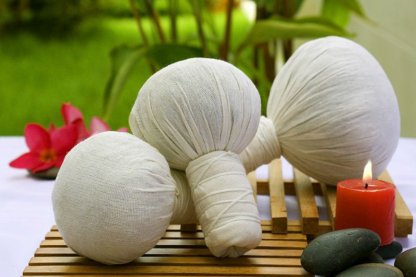 Original_Thai_herbal_compress_ball